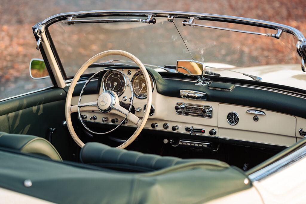 Mercedes-Benz 190 SL W121 dashboard
